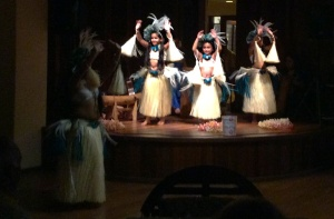 Tiny hula dancers